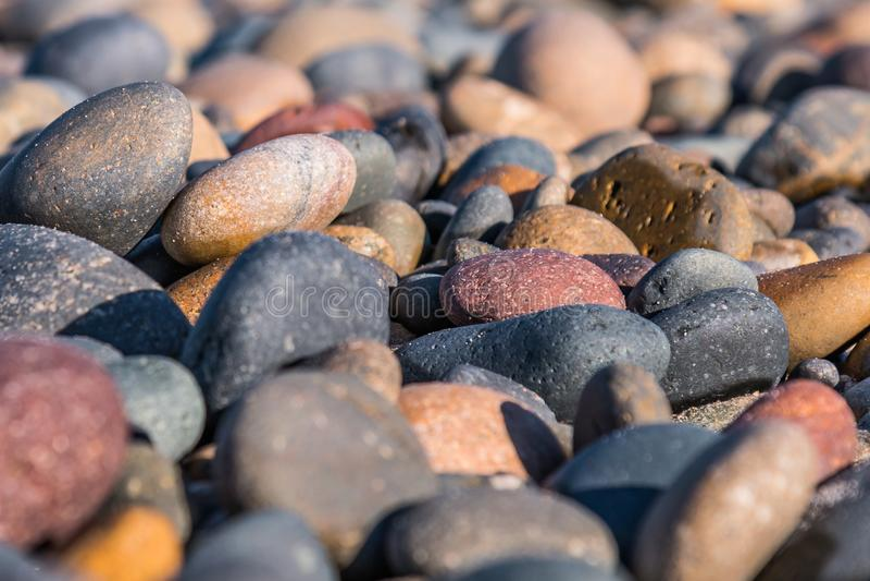 Vue en gros plan des pierres sur la plage d'état du sud de Carlsbad photos libres de droits