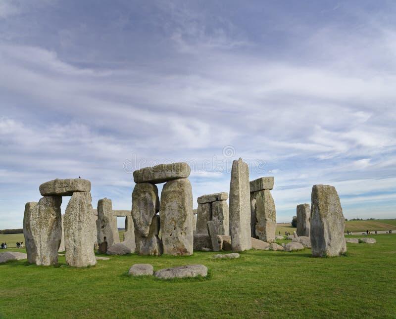 Vue en pierre de henge des pierres debout au coucher du soleil lumière païenne photos libres de droits