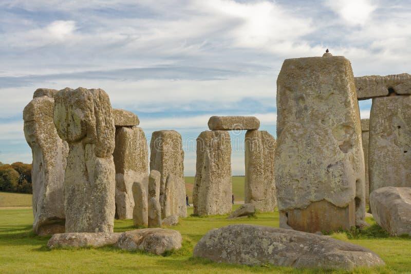 Vue en pierre de henge des pierres debout au coucher du soleil lumière païenne photographie stock libre de droits