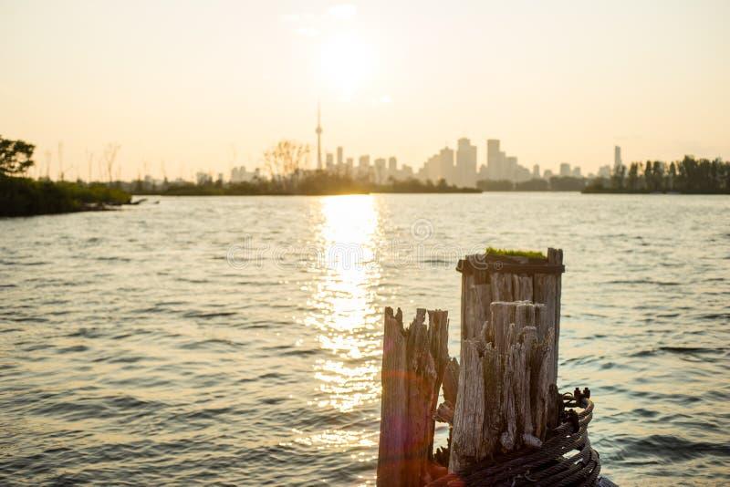 Vue en retard de jour de Toronto du centre de Tommy Thompson Park photos stock