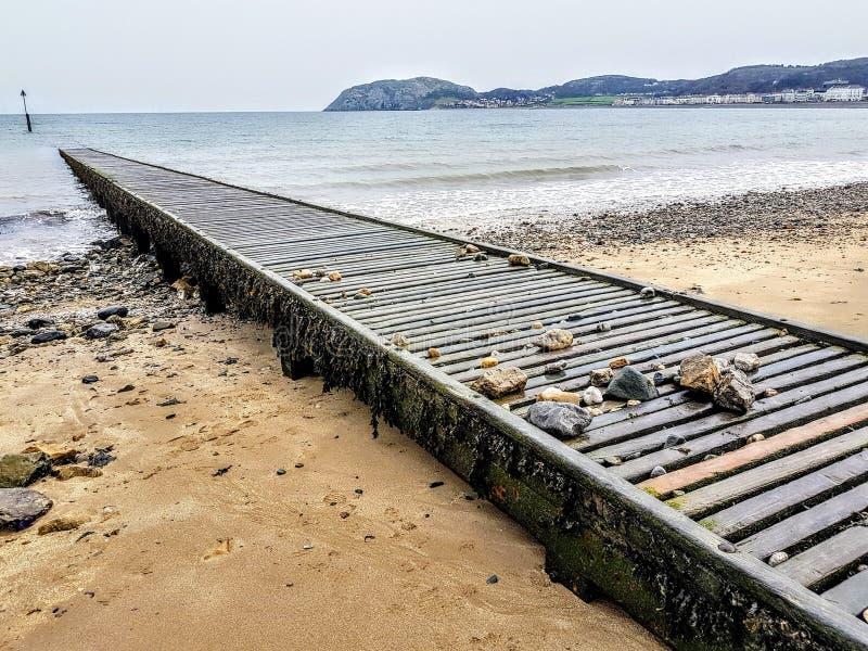 vue ensoleillée de bord de la mer de patmos d'île de jour image stock