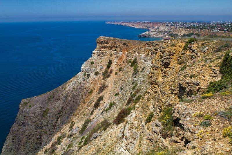 Vue ensoleillée de la Mer Noire photos stock