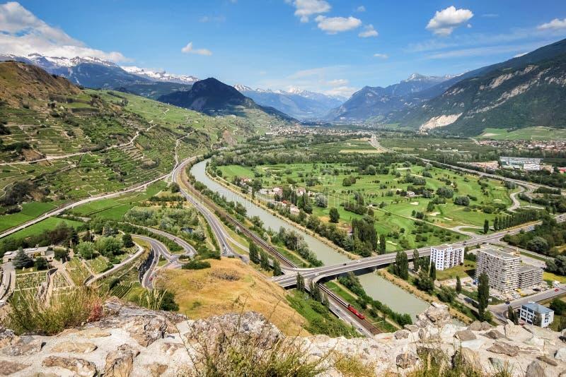 Vue est de la vallée du Rhône de Sion Valais Switzerland images libres de droits