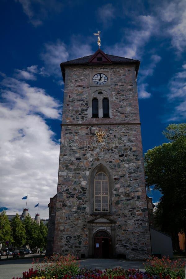 Vue extérieure à la façade de la variété Frue Kirke aka notre Madame Lutheran Church à Trondheim, Norvège photographie stock libre de droits