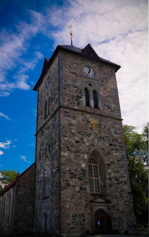 Vue extérieure à la façade de la variété Frue Kirke aka notre Madame Lutheran Church à Trondheim, Norvège image stock