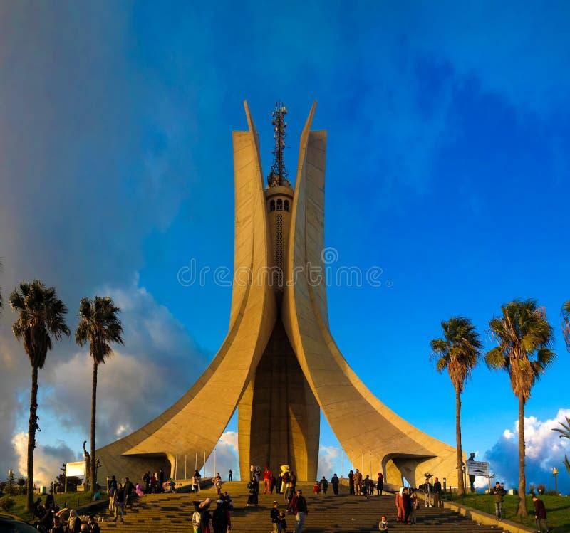 Vue extérieure au tombeau du martyre, Alger, Algérie photos libres de droits