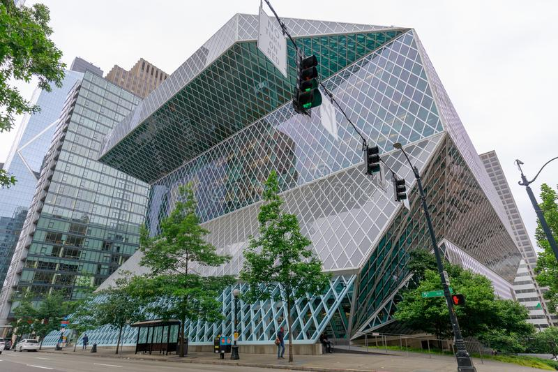 Vue extérieure de la bibliothèque centrale de Seattle, un bâtiment en verre de point de repère à Seattle image stock