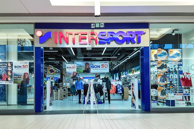 Vue extérieure de magasin d'Intersport image libre de droits