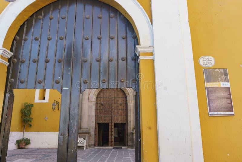 Vue extérieure de paroisse de Santa Clara d'Assisi photo stock