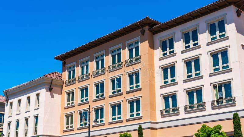 Vue extérieure du bâtiment résidentiel multifamilial ; Santa Clara, région de San Francisco Bay, la Californie image libre de droits