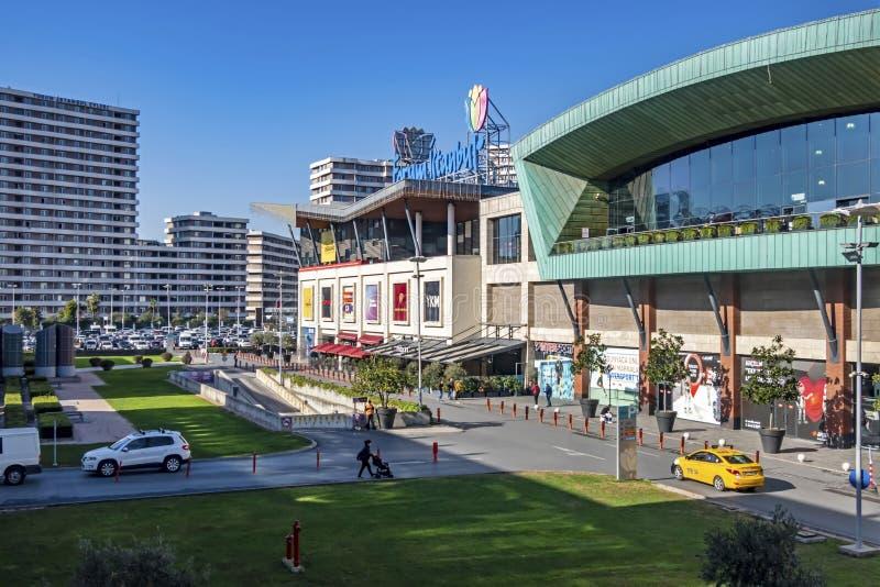 Vue extérieure du centre commercial bayrampasa forum, dans le quartier de bayrampasa à istanbul images libres de droits