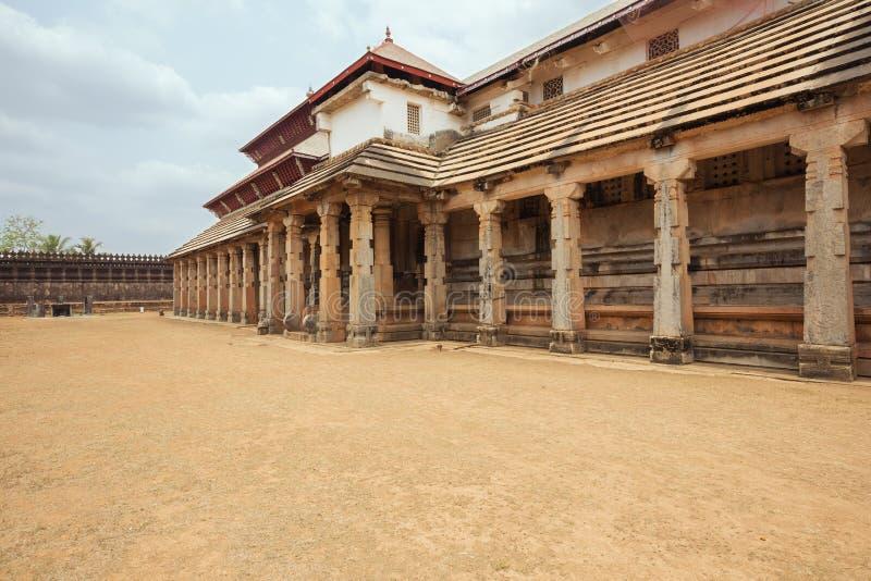 Vue extérieure du temple de mille piliers images libres de droits