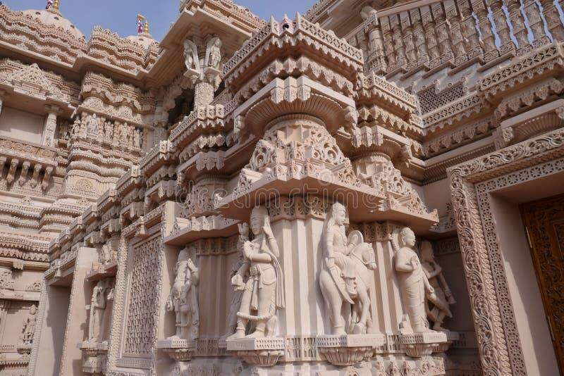 Vue ext?rieure des BAPS c?l?bres Shri Swaminarayan Mandir photos stock