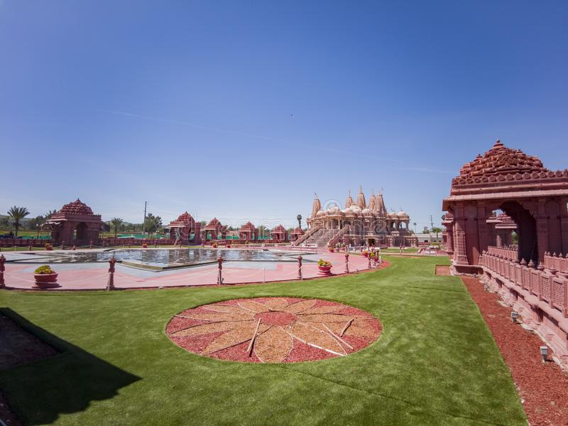 Vue ext?rieure des BAPS c?l?bres Shri Swaminarayan Mandir photo stock