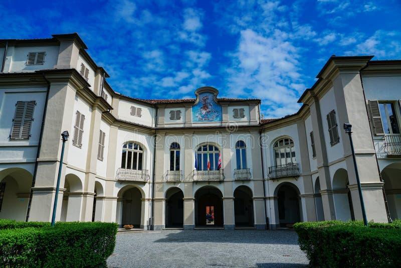 Vue externe de la municipalité de San Maurizio Canavese photos libres de droits