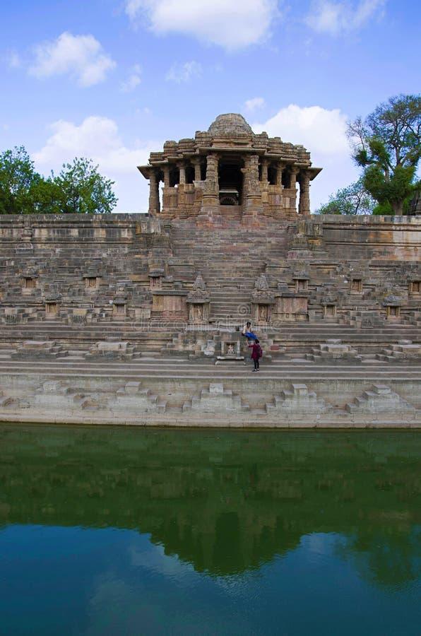 Vue externe du temple de Sun En 1026-27 ANNONCE construite pendant le règne de Bhima I de la dynastie de Chaulukya, Modhera, Mehs image libre de droits
