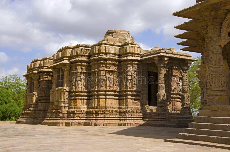 Vue externe du temple de Sun En 1026-27 ANNONCE construite pendant le règne de Bhima I de la dynastie de Chaulukya, Modhera, Mehs photographie stock