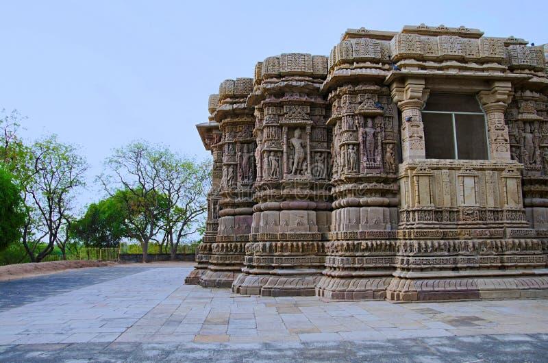 Vue externe du temple de Sun En 1026-27 ANNONCE construite pendant le règne de Bhima I de la dynastie de Chaulukya, Modhera, Mehs photographie stock libre de droits