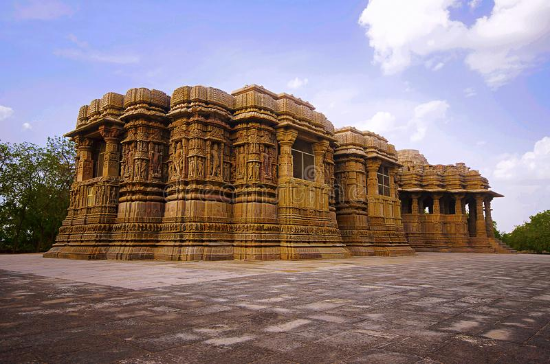 Vue externe du temple de Sun sur la banque de la rivière Pushpavati En 1026-27 ANNONCE construite, village de Modhera de secteur  photo libre de droits