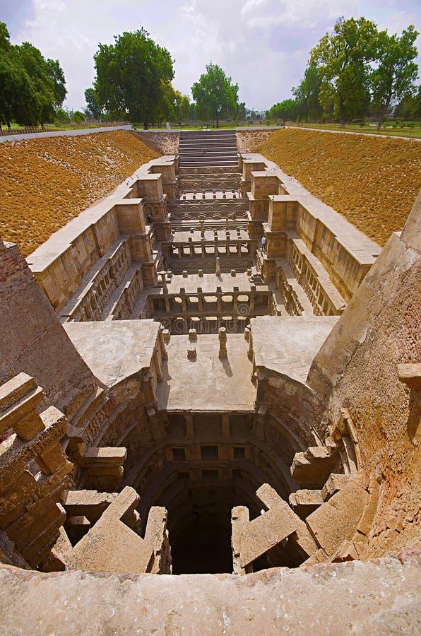 Vue externe du temple de Sun sur la banque de la rivière Pushpavati En 1026-27 ANNONCE construite, village de Modhera de secteur  images libres de droits