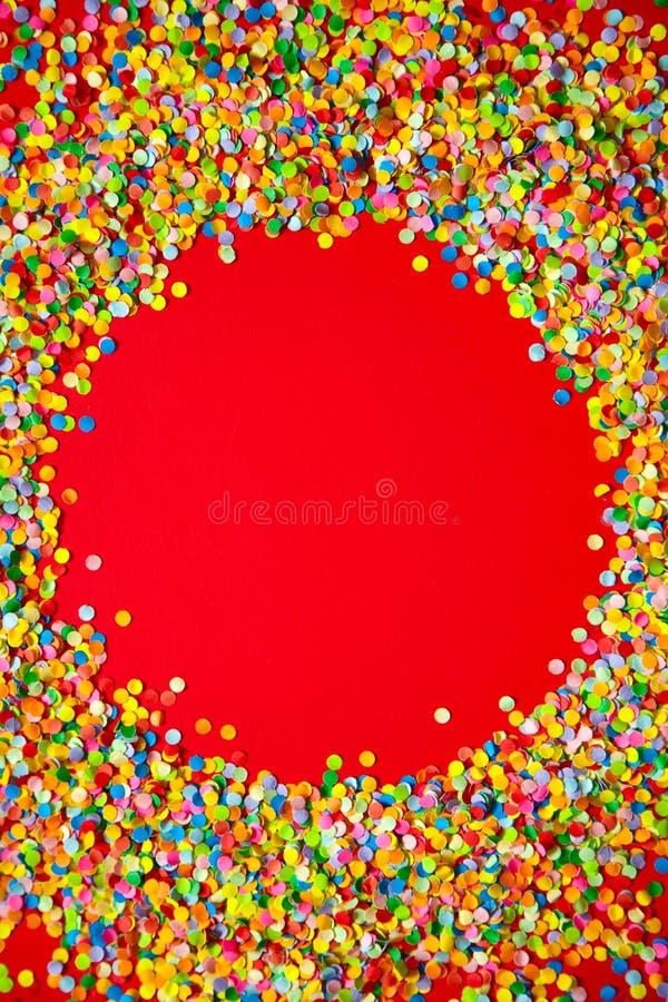 Vue faite de confettis colorés Rouge photographie stock libre de droits