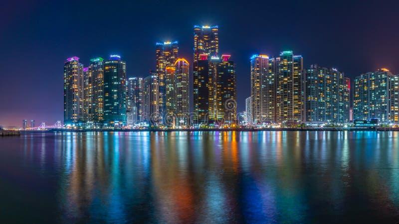 Vue finale de ville de nuit à la baie 101 photo stock