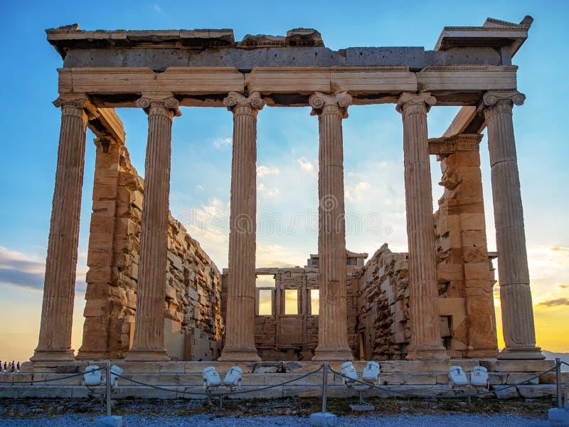 Vue frontale d'Erechtheion sur l'Acropole, Athènes, Grèce au coucher du soleil images stock
