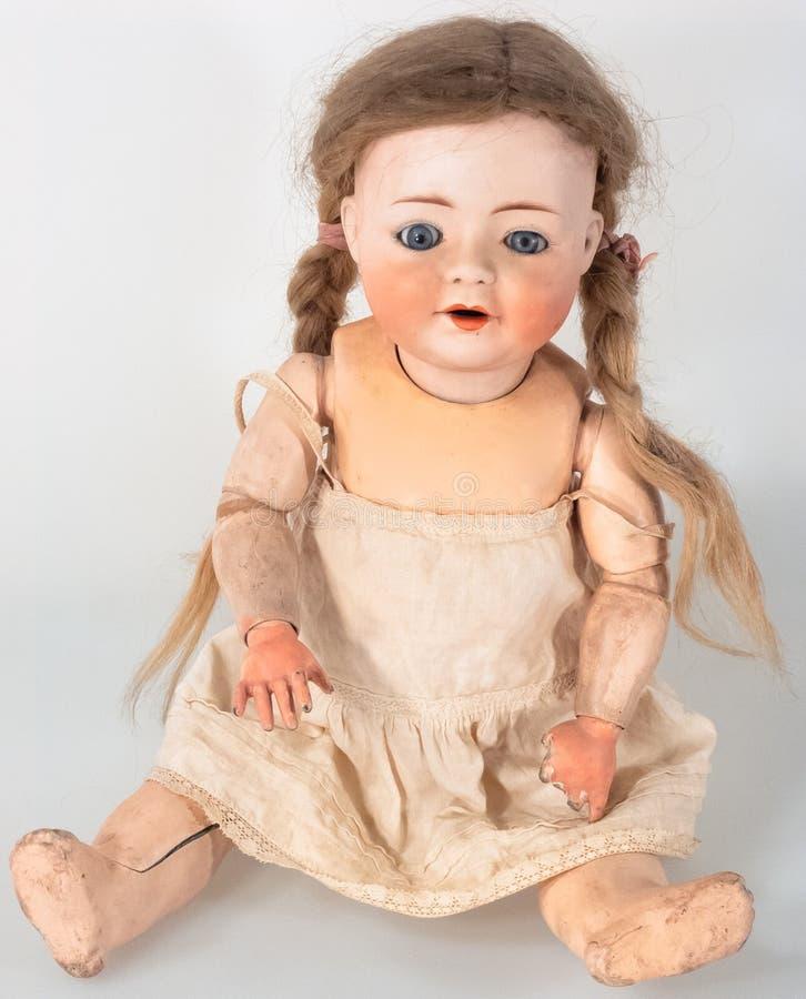 Vue frontale de poupée femelle avec des cheveux de queue de cheval image libre de droits
