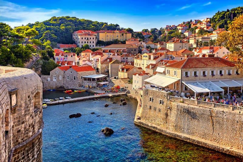 Vue générale de Dubrovnik - forteresses Lovrijenac et Bokar vus photographie stock libre de droits