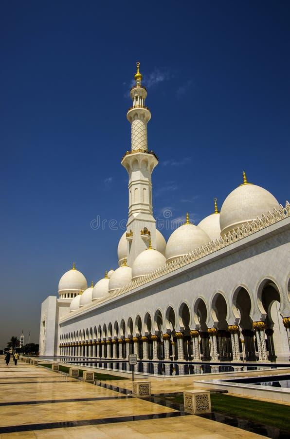 Vue générale de Sheikh Zayed Mosque en Abu Dhabi, fin de support unie d'Arabe photographie stock libre de droits