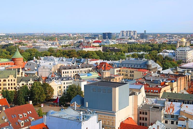 Vue gentille de panorama de Riga, Lettonie photo libre de droits