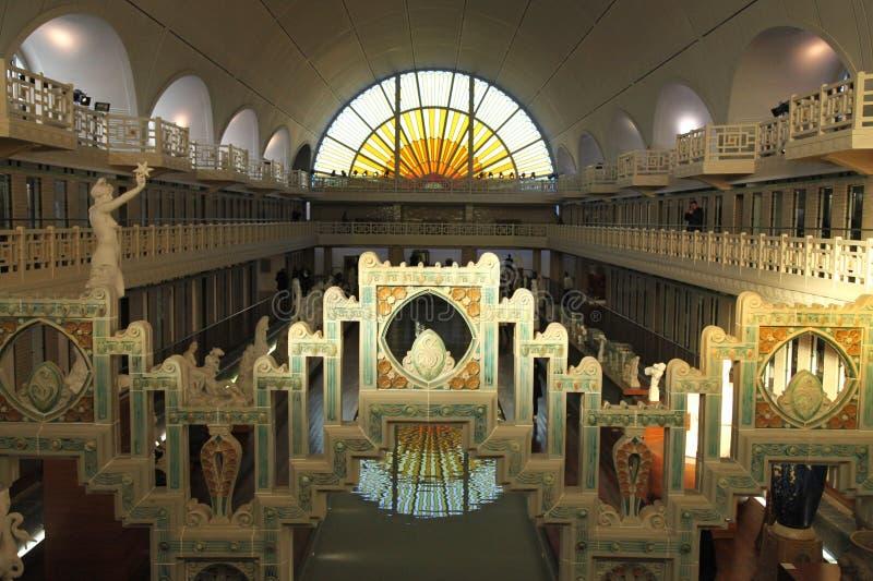 Vue grande-angulaire de Musée d'Art Piscine de La et d'industrie, France de Roubaix photographie stock libre de droits
