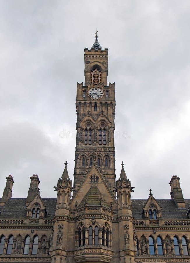 Vue haute étroite d'hôtel de ville de Bradford dans West Yorkshire un bâtiment gothique victorian de grès de renaissance avec les photos stock