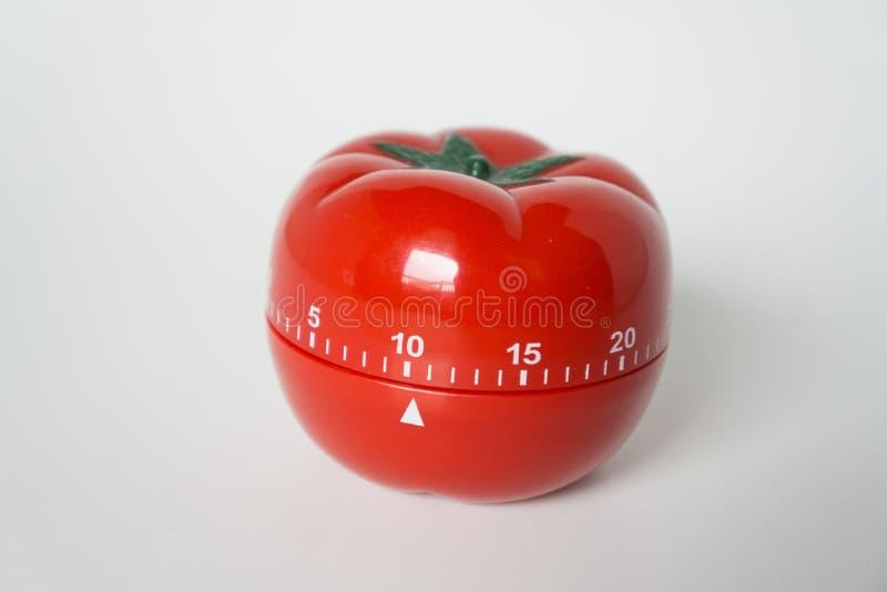 Vue haute étroite de minuterie d'horloge de cuisine formée par tomate mécanique pour faire cuire et étudier Utilisé pour la techn photo libre de droits