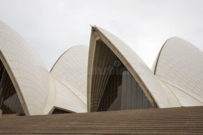 Vue haute étroite de Sydney Opera House iconique images libres de droits