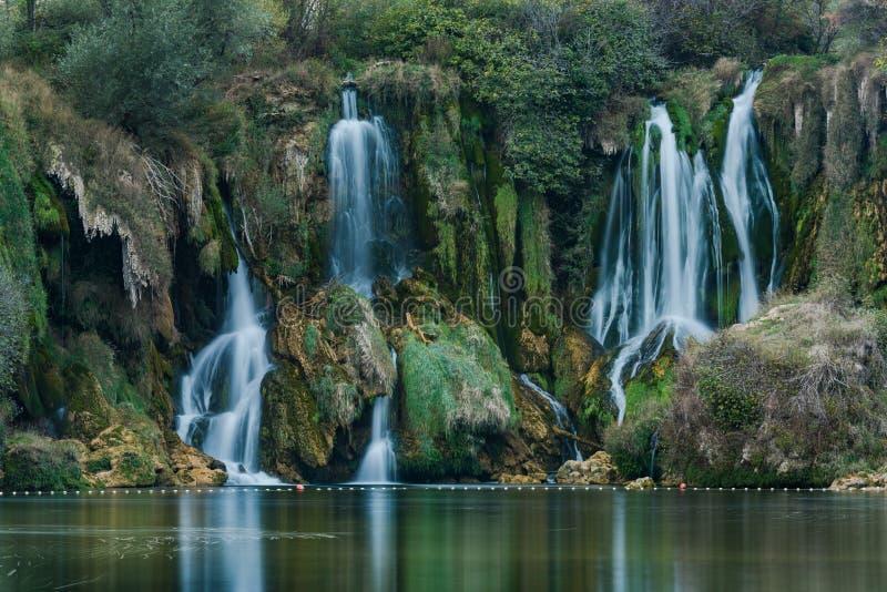 vue haute étroite sur la cascade de Kravica, Bosnie photographie stock libre de droits