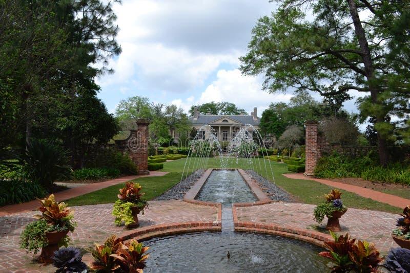 Vue House e giardini lunghi a New Orleans fotografia stock libera da diritti