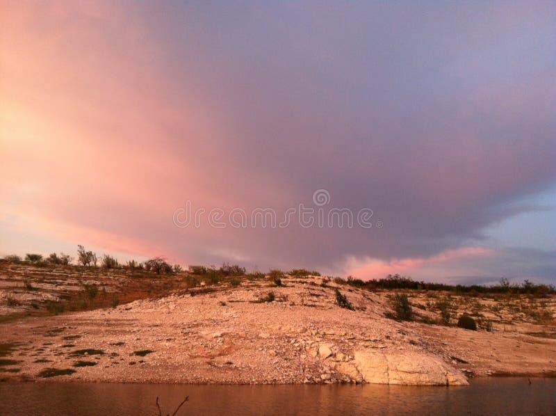 Vue impressionnante de nuage au-dessus de lac Amistad image stock