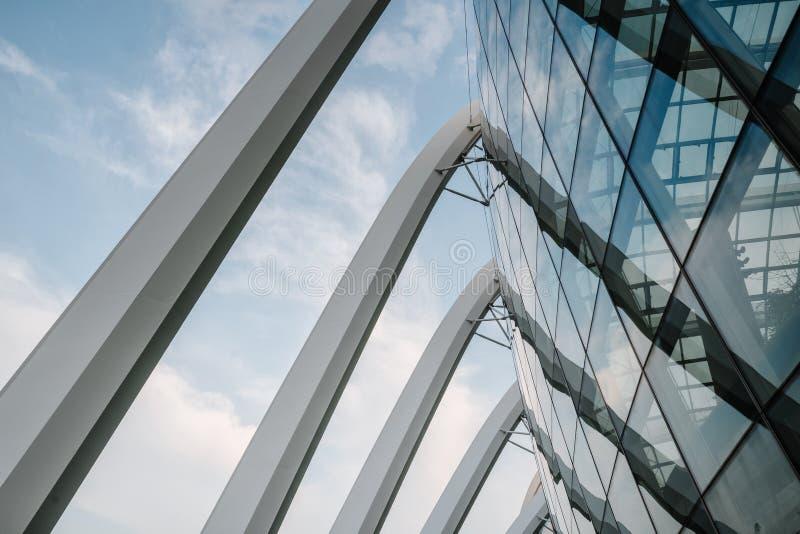 Vue incroyablement belle de la baie de Singapour Paysage urbain de la m?tropole asiatique B?timents et structures modernes photos libres de droits