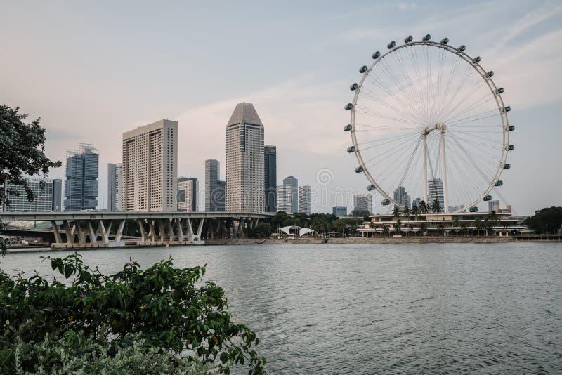 Vue incroyablement belle de la baie de Singapour Paysage urbain de la m?tropole asiatique B?timents et structures modernes highes photographie stock