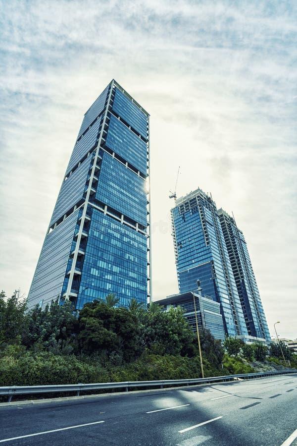Vue inférieure des gratte-ciel modernes image libre de droits