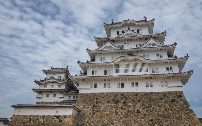 Vue inférieure sur le château de Himeji un jour clair et ensoleillé Himeji, Hyogo, Japon, Asie photo stock