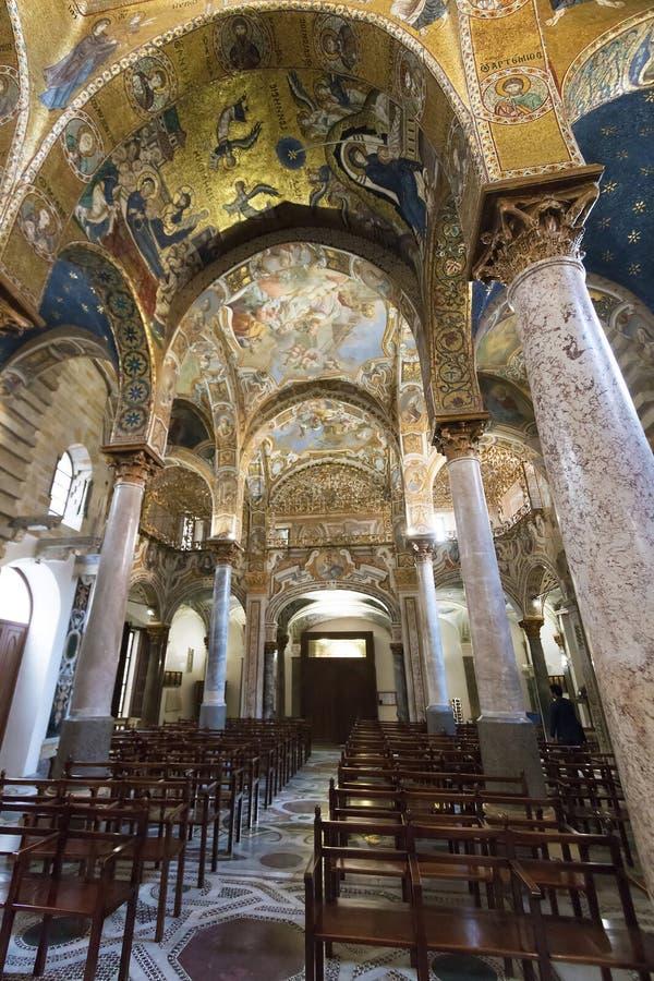 Vue intérieure d'église de Martorana de La à Palerme photo stock