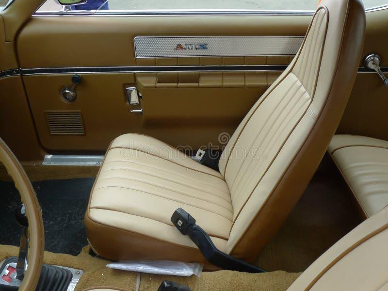 Vue intérieure d'AMC 1969 AMX exhibé à Lima photographie stock
