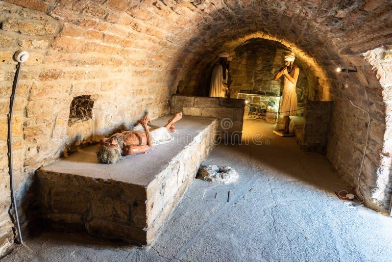 Vue intérieure d'une cellule pour des moines au temple du feu d'Ateshgah dans la ville de Surakhani, une banlieue de Bakou, Azerb image stock