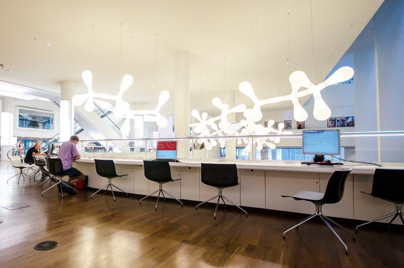 Vue intérieure de bibliothèque centrale d'Amsterdam photographie stock