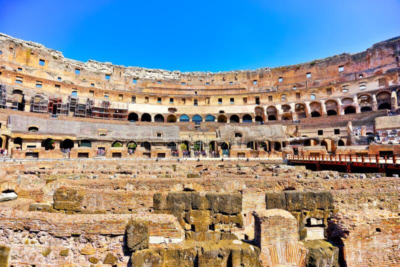 Vue intérieure de Colosseum dans un jour ensoleillé à Rome photo stock