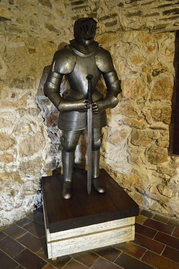 Vue intérieure de hrad de ½ de skà de ¡ de SpiÅ de château de Spis - armure de chevaliers images libres de droits