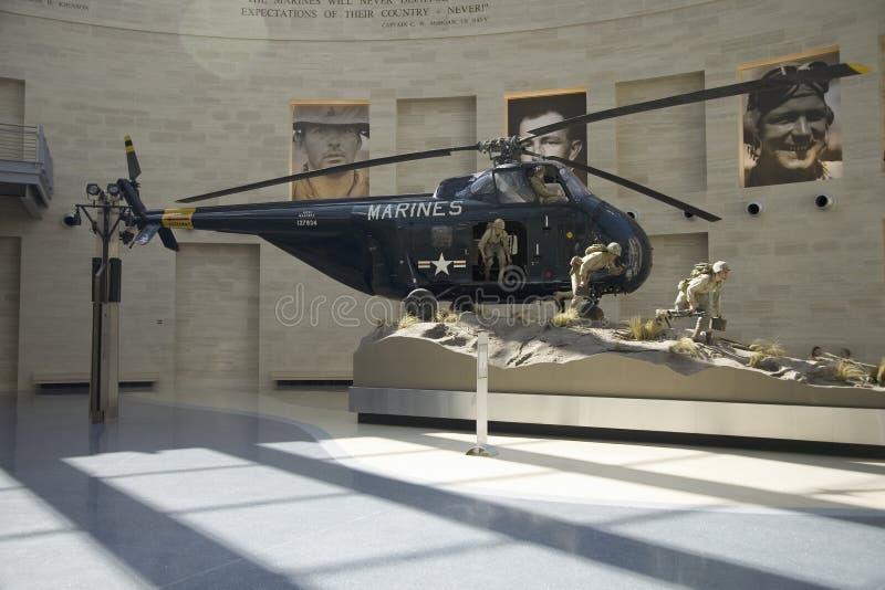 Vue intérieure de l'atterrissage d'hélicoptère au Musée National de la Marine Corps photos stock