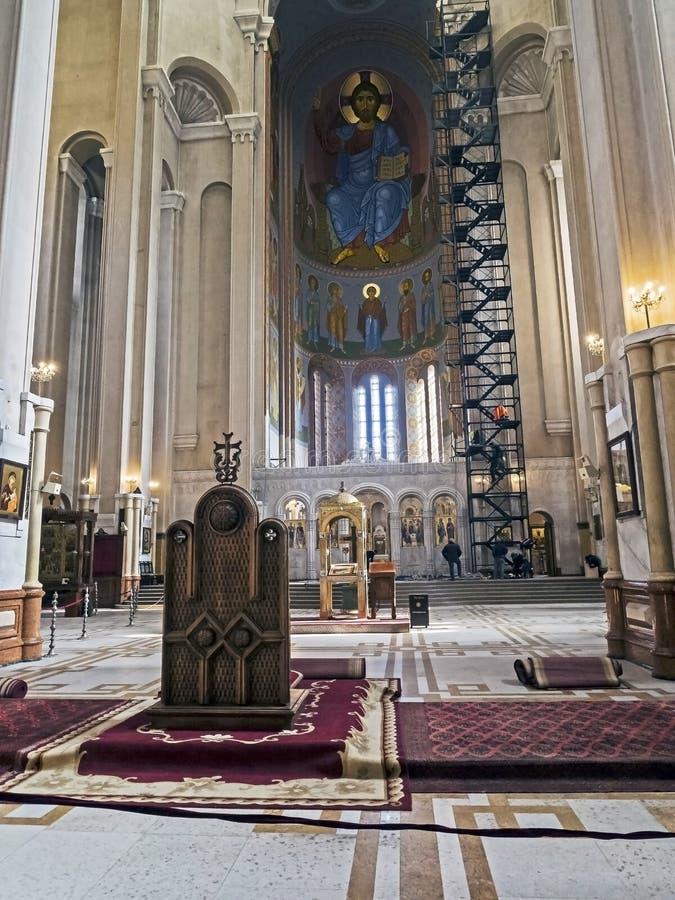 Vue intérieure de la cathédrale de trinité sainte de lieux à Tbilisi à l'intérieur du temple images stock